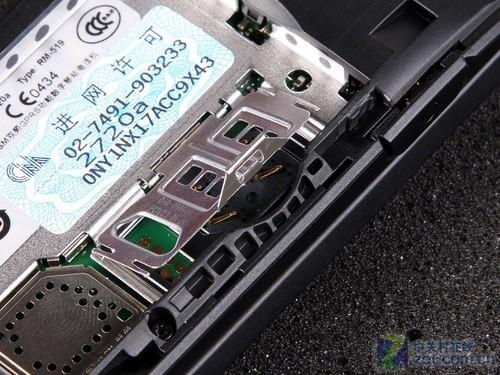 图为:诺基亚2720a手机sim卡槽